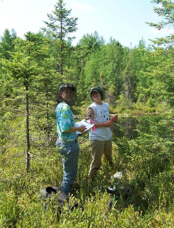 Students sampling Ziesnis Bog