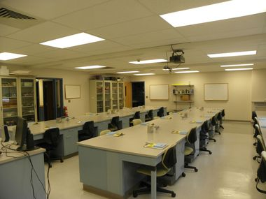 The UNDERC teaching laboratory has room for 32 students
