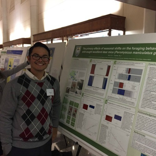 Dominic Acri presents his UNDERC-East research at the Fall Undergraduate Research Fair.